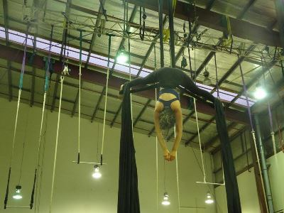 high-school-nova-zelandia-acrobacia-de-circo-the-Circus-Hub