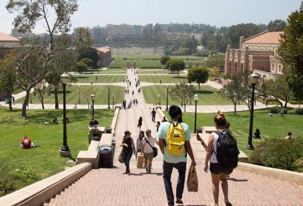 Area externa do campus da University of California LA